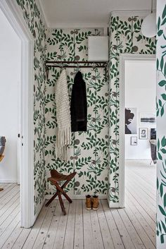 Room of the Week :: A Whimsical Wallpapered Hallway fresh green wallpapered entryway - room of the week on coco kelley Hallway Wallpaper, Wallpaper Ideas, Wallpaper Plants, Green Wallpaper, Cole And Son Wallpaper, Apartment Wallpaper, Closet Wallpaper, Eclectic Wallpaper, Bohemian Wallpaper