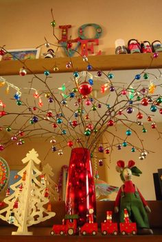there is a lot of festive awesomeness happening over at this blog...love the way she's done her house