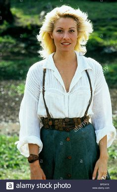 Linda Kozlowski in Crocodile Dundee II is goals oktober 80s Outfit, Tomboy Outfits, Crocodile Dundee Linda Kozlowski, Australian Costume, 80s Fashion, Fashion Outfits, Female Pictures, Classic Hollywood, Beauty Women