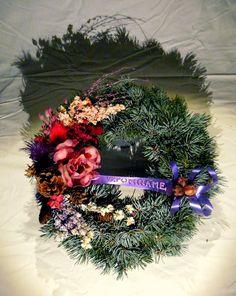Věneček ze stříbrného smrku   Wreath made of silver spruce