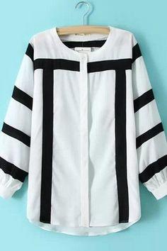 Белая блузка с круглым вырезом и с рукавами в черную полоску