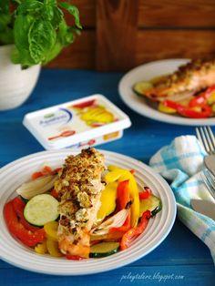 Łosoś Pieczony z Paprykowo-Serową Kruszonką i Warzywami