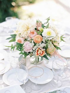 Daily Wedding Flower Ideas (New!). To see more: http://www.modwedding.com/2014/08/08/daily-wedding-flower-ideas-new-2/ #wedding #weddings #wedding_flower #centerpiece #ceremony #reception #bouquet Featured Photographer: Ashley Kelemen Photography