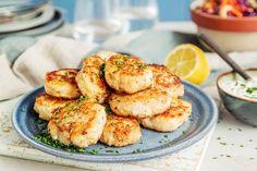 Hjemmelagde fiskekaker på to måter Fish And Seafood, Meals, Sea Food, Ethnic Recipes, Meal, Yemek, Food, Nutrition
