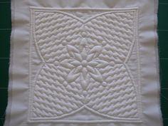 """* Réalisation : Assemblage de deux étoffes de coton superposées """"très fines et non lavées"""" généralement ; Percale, Batiste... (tissus que j'utilise principalement) Etape 1 : Traçage des motifs sur l'endroit du tissu Poser le modèle choisi sur le plan..."""