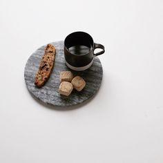. . 前日のオヤツ @miku_colors みくちゃんからの贈り物 . balyetのビスコッティと 庄谷の和の心 和三盆 どっちも美味しくいただきました . 他にも色々いただいたのですが USJのお土産は速攻食べちゃった . みくちゃんビックリ嬉しい贈り物を どうもありがとう . . #latergram #teatime #balyet #instafood #贈り物 #おやつ #お菓子 #ショウタニ #日々 #暮らし #吉田直嗣 by at_bobby