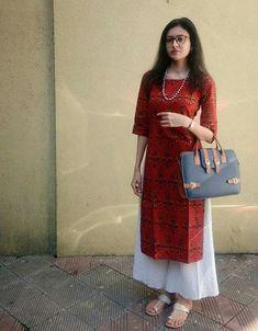 Simple but amazing indian outfit Churidar Designs, Kurti Neck Designs, Kurta Designs Women, Casual Indian Fashion, Look Fashion, Indian Dresses, Indian Outfits, Simple Kurti Designs, Kurti Styles
