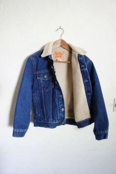 Vintage 90er Levi Strauss faux Schafspelz gefütterte Jeansjacke / Oberbekleidung / Unisex / M Frauen / Männer | Desert Lily Vintage |