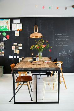 Perfect chalk wall for in the kitchen Cafe Interior, Kitchen Interior, Room Interior, Interior Design, Raw Furniture, Dining Furniture, Dinning Room Tables, Dining Area, Dining Rooms
