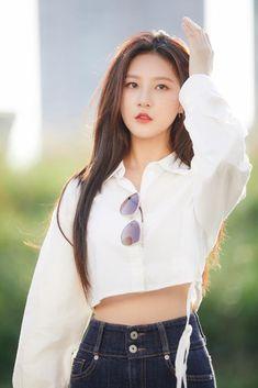 Kim Sae Ron flaunts her beauty in behind-the-scenes photos! Asian Actors, Korean Actresses, Korean Actors, Actors & Actresses, Korean Dramas, Kim And Ron, Instyle Magazine, Cosmopolitan Magazine, Child Actors