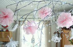 keittiö,vaaleanpunainen,valkoinen,oksa,pompom Shabby Chic Decor, New England, Chandelier, Ceiling Lights, Dream Catchers, Wall Art, Home Decor, Shabby Chic Decorating, Candelabra