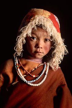 niño peregrino joven, Lhasa, Tíbet, 2001