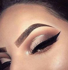makeup eye makeup much eye makeup should i wear eye makeup is imp. makeup eye makeup much eye makeup should i wear eye makeup is important makeup looks natural makeup euphoria Makeup Eye Looks, Cat Eye Makeup, Eye Makeup Tips, Cute Makeup, Smokey Eye Makeup, Glam Makeup, Makeup Goals, Skin Makeup, Makeup Inspo