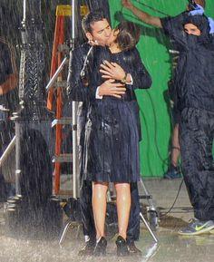 Paula Echevarria et Miguel Angel Silvestre se fondre dans un baiser romantique sur l'ensemble de Velours | Les fans Paula Echevarría