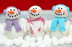 Snowman cake decorations - I think these are the cutest I've ever seen.  Love them !!
