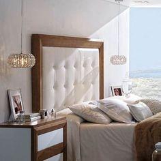 "Cabezal tapizado a estilo ""capitone"" de 177 centímetros de largo, para cama de 150, enmarcado con moldura de chapa de Nogal."