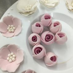 I think making rose buds is one of my fav things Rose En Fondant, Fondant Flower Cake, Fondant Cakes, Fondant Baby, Royal Icing Flowers, Sugar Flowers, Polymer Clay Flowers, Ceramic Flowers, Cake Decorating Techniques