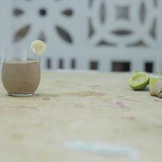 [JOGO DOS ERROS] Essa receita tem Cacau em pó Banana congelada Chia Leite de coco e Mel.  Este post tem 1 erro! Consegue descobrir qual é?
