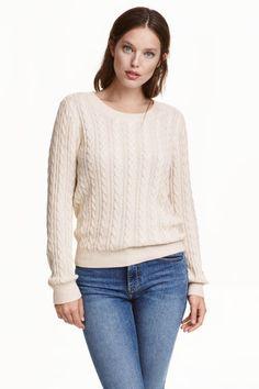 Pull en maille torsadée: Pull souple en maille torsadée. Modèle avec manches longues et dos en maille jersey.