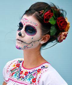 Halloween Makeup Sugar Skull, Sugar Skull Costume, Sugar Skull Makeup, Halloween Eyes, Halloween Makeup Looks, Cute Halloween, Halloween Dinner, Maquillage Sugar Skull, Catrina Costume