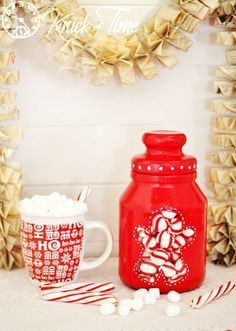 Easy DIY Gingerbread Man Christmas Candy/Cookie Jar - Don't throw out that candle jar after the candle is gone! Turn it into an adorable *Painted Christmas Jar*…