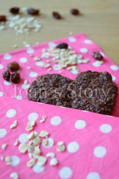 Chocolade overnight oats koekjes. Zij zijn makkelijk te maken, maar daarvoor moet je het wel een dagje in de koelkast neerzetten. De koekjes zijn gezond!
