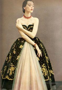 Harper's Bazaar, December 1950 Photographer: Richard Avedon Model: Dovima Christian Dior, Fall 1950 Couture