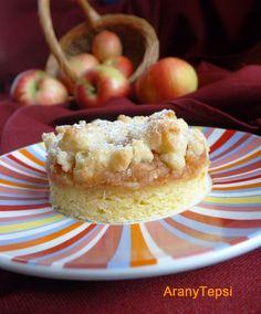 Sajnos a nyári alma nem áll el sokáig, ezért hamar fel kell használnom. Bár a héten már sült rácsos almás , így most egy ropogós morzsával b... Hungarian Recipes, Hungarian Food, Apple Pie, Cereal, Muffin, Sweets, Cookies, Baking, Breakfast