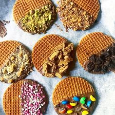 OMG! Deze stroopwafels moet je proeven! Dutch Recipes, Sweet Recipes, Stroopwafel Recipe, Caramel Waffles, Ham And Cheese Roll Ups, Amsterdam Food, Crepes, Beautiful Desserts, Snacks Für Party