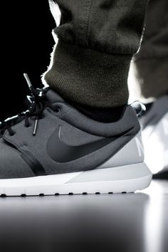 new product 7ddf7 15871 Nike Roshe Run NMTech Fleece - 2014 Soulier, Chaussure, Mode, Chaussures De  Sport
