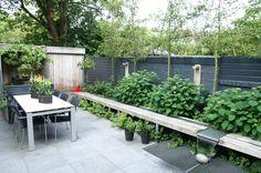"""Deze stoere gezinstuin ontworpen en aanlegd door van Elsäcker Tuin heeft de 1e prijs gewonnen in de landelijke hovenierscompetitie                            """"Tuin van het jaar 2012"""""""