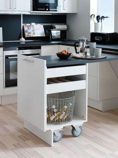 Sigdal kjøkken - Uno hvitt og svart Folding Kitchen Table, Kitchen Island Table, Kitchen Island With Seating, Kitchen Furniture, Kitchen Interior, Kitchen Decor, Kitchen Space Savers, Stylish Kitchen, Kitchen Essentials