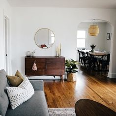 Hygge: know this style of decoration with photos - Home Fashion Trend Brick Cottage, Cottage Farmhouse, Farmhouse Front, Farmhouse Decor, My Living Room, Living Room Decor, Living Spaces, Apartment Interior Design, Interior Design Living Room