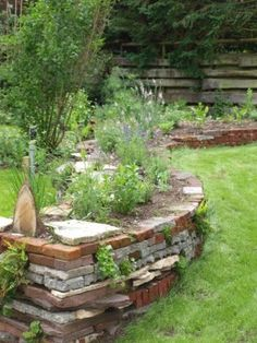 27 Ideas To Brighten Your Garden With Bricks - josh-hutcherson Amazing Gardens, Beautiful Gardens, Garden Front Of House, Escalier Design, Sloped Garden, Garden Deco, Vegetable Garden Design, Garden Borders, Garden Projects