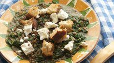#cuciniamonaturale : Minestra di lenticchie e spinaci, con cubotti di feta e pane (e lenticchie croccanti alla paprika) www.valfrutta.it