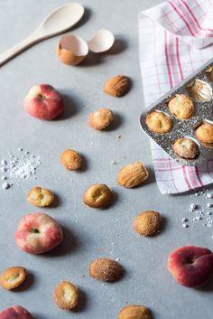 Mini madeleines aux pêches plates - Le goûter fruité qu'on mange sans faim