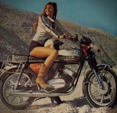 Motorbike Girl, Motorcycle Art, Motorcycle Design, Vintage Moped, Vintage Cycles, Cool Motorcycles, Vintage Motorcycles, Biker Chick, Biker Girl