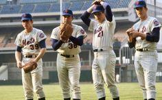 New York Mets Baseball, Baseball Guys, Baseball Pictures, Ny Mets, Sport Football, Baseball Cards, American Tennis Players, Mlb Uniforms, Nolan Ryan