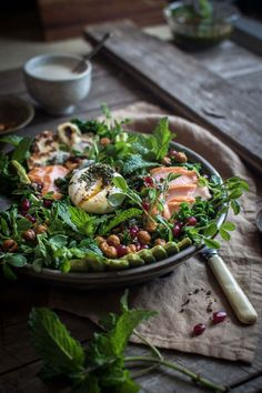 salad with smoked trout, haloumi & tahini yoghurt Kale salad with smoked ocean trout, haloumi, chickpeas, chimichurri & tahini yoghurt Tahini, Trout Recipes, Seafood Recipes, Clean Eating, Healthy Eating, Brunch, Cooking Recipes, Healthy Recipes, Food Inspiration