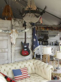 junk gypsy decorating ideas | Junk Gypsy Booth...love the couch!