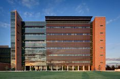 Terracotta brise soleils shade the glazed facade of a burns unit within this military hospital from the heat of the San Antonio sun Amazing Architecture, Architecture Design, Commercial Complex, Hospital Design, Glass Facades, Treatment Rooms, Building Facade, Facade Design, School Design