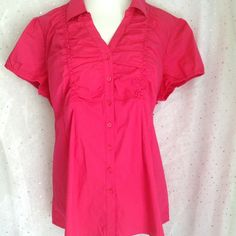 👣 Motherhood Maternity Fuchsia Top This sweet top is perfect for work or play.  Easy to wear throughout your pregnancy.  Carrying twins?  Pair with a tank and wear open!  Elastic in back waist.  65% cotton, 30% nylon, 5% spandex.  Excellent pre-loved condition. Motherhood Maternity Tops Button Down Shirts