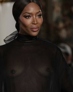 Naomi Campbell closing the Valentino Spring Summer 2019 Fashion Show Valentino Couture, Real Model, New Wife, Naomi Campbell, Feeling Great, What To Wear, Fashion Show, Feminine, Vacation