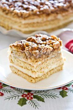 Orzechowiec, miodownik, pychotka - Honey Walnut Layered Cake Poke Cakes, Lava Cakes, Cupcake Cakes, Polish Desserts, Polish Recipes, Baking Recipes, Cake Recipes, Dessert Recipes, Russian Cakes