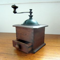 vintage coffee grinder...would love to have this!