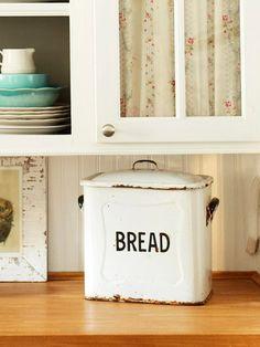 bread tin...<3