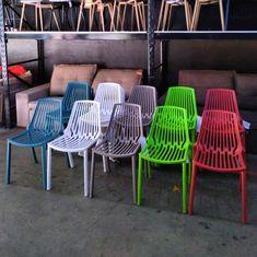 #conexaohome#outlet#outletmoveis#outletdemoveis#cadeira#cadeiras#cadeiraeiffel#cadeirascoloridas#cadeiradesign Outdoor Chairs, Outdoor Furniture, Outdoor Decor, Outlet, Home Decor, Chairs, Decoration Home, Room Decor, Garden Chairs