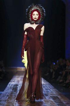 Jean Paul Gaultier Couture Fall Winter 2016 Paris Couture 2015, Couture Fashion, Runway Fashion, Live Fashion, Fashion Show, Fashion Outfits, Fashion Design, Jean Paul Gaultier, Hunger Games Costume