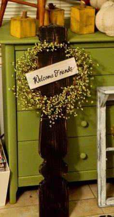 Full Circle Creations Welcome Sign, Newel Post Welcome Sign with Pip Berry Wreath