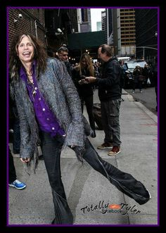 STEVEN TYLER TRIP HOPPIN' TO THE DAVID LETTERMAN SHOW 11-1-12